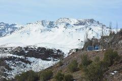 Χιόνι χιονοδρομικών κέντρων και βουνών Στοκ φωτογραφίες με δικαίωμα ελεύθερης χρήσης