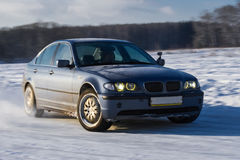 Χιόνι ψεκασμού κλίσης αυτοκινήτων Στοκ Εικόνες