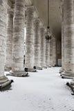 χιόνι ST Peter s κιονοστοιχιών βασιλικών στοκ εικόνα