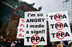 Χιλιάδες Μάρτιος ενάντια στην εμπορική συμφωνία TPP στο Ώκλαντ - νέο Ze Στοκ Εικόνες