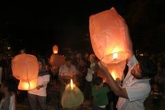 Χιλιάδες φανάρια που πετούν τη νύχτα στοκ φωτογραφίες με δικαίωμα ελεύθερης χρήσης
