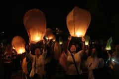 Χιλιάδες φανάρια που πετούν τη νύχτα στοκ φωτογραφία με δικαίωμα ελεύθερης χρήσης