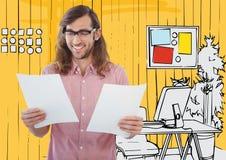 Χιλιετές άτομο με τα έγγραφα ενάντια στο κίτρινο συρμένο χέρι γραφείο Στοκ εικόνες με δικαίωμα ελεύθερης χρήσης