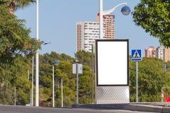 Χλεύη επάνω Κενός πίνακας διαφημίσεων υπαίθρια, υπαίθρια διαφήμιση, πίνακας δημόσια πληροφορίας στην πόλη στοκ φωτογραφία με δικαίωμα ελεύθερης χρήσης