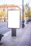 Χλεύη επάνω Κενό lightbox, πίνακας διαφημίσεων, διαφήμιση, πίνακας δημόσια πληροφορίας στην οδό πόλεων στοκ εικόνες με δικαίωμα ελεύθερης χρήσης