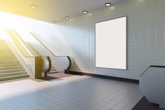 Χλεύη επάνω στην επίδειξη αγγελιών προτύπων μέσων αφισών στην κυλιόμενη σκάλα σταθμών μετρό τρισδιάστατη απόδοση στοκ εικόνα