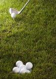 χλόη γκολφ οδηγών σφαιρών Στοκ φωτογραφία με δικαίωμα ελεύθερης χρήσης