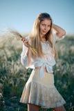 χλόη κοριτσιών φτερών του Buch αγροτική Στοκ φωτογραφία με δικαίωμα ελεύθερης χρήσης