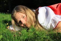 χλόη κοριτσιών Στοκ φωτογραφία με δικαίωμα ελεύθερης χρήσης