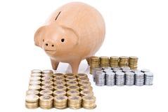 χοίρος νομισμάτων τραπεζώ&nu Στοκ φωτογραφία με δικαίωμα ελεύθερης χρήσης