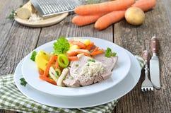 Χοιρινό κρέας με τα λαχανικά ρίζας Στοκ Εικόνες