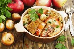 Χοιρινό κρέας με τα μήλα στοκ φωτογραφία