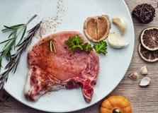 Χοιρινό κρέας με τη συμπαθητική διακόσμηση στοκ φωτογραφία με δικαίωμα ελεύθερης χρήσης