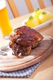 χοιρινό κρέας πιάτων που ψήν&ep Στοκ Εικόνες