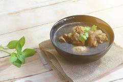 Χοιρινό κρέας που μαγειρεύεται στο ζωμό Στοκ εικόνες με δικαίωμα ελεύθερης χρήσης