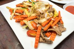 Χοιρινό κρέας που τηγανίζεται με το καρότο στοκ φωτογραφία με δικαίωμα ελεύθερης χρήσης