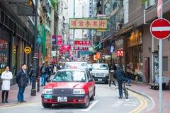 Χονγκ Κονγκ - 10 Ιανουαρίου 2018: Κόκκινο ταξί στην οδό στη Hong Kon Στοκ εικόνες με δικαίωμα ελεύθερης χρήσης