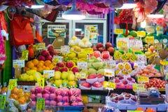 Χονγκ Κονγκ - 13 Ιανουαρίου 2018: Νωποί καρποί στην τοπική αγορά σε Hon Στοκ Φωτογραφίες