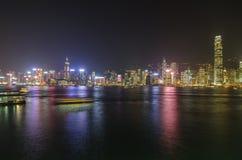 Χονγκ Κονγκ κατά την άποψη νύχτας Στοκ εικόνα με δικαίωμα ελεύθερης χρήσης