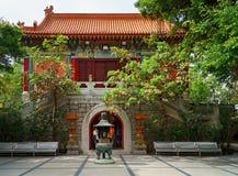 Χονγκ Κονγκ - 20 Νοεμβρίου 2015: Po Lin εισόδων μοναστήρι Στοκ Εικόνα
