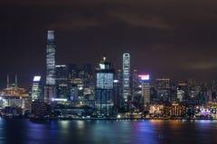 Χονγκ Κονγκ που φωτίζεται τη νύχτα Στοκ Φωτογραφία