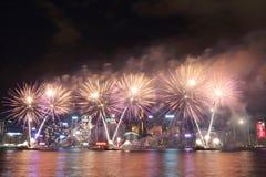 Χονγκ Κονγκ: Τα κινεζικά νέα πυροτεχνήματα έτους επιδεικνύουν το 2016 Στοκ Φωτογραφία