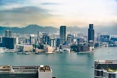 Χονγκ Κονγκ τη βροχερή ημέρα με τα σύννεφα και την ομίχλη βροχής στοκ φωτογραφία με δικαίωμα ελεύθερης χρήσης