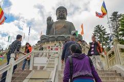 ΧΟΝΓΚ ΚΟΝΓΚ, ΧΟΝΓΚ ΚΟΝΓΚ - 8 Δεκεμβρίου 2013: Tian Tan ο γιγαντιαίος Βούδας από Po Lin το μοναστήρι, νησί Lantau στο Χονγκ Κονγκ Στοκ εικόνα με δικαίωμα ελεύθερης χρήσης