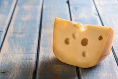 Χοντρό κομμάτι τυριών στοκ εικόνες