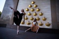 Χορευτές μπαλέτου στην οδό πόλεων στοκ εικόνα