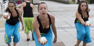 χορευτές που κρατούν τι&sigm Στοκ Φωτογραφίες