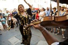 Χορευτής κοιλιών με τα κύμβαλα δάχτυλων Στοκ Φωτογραφίες