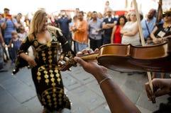 Χορευτής κοιλιών με τα κύμβαλα δάχτυλων Στοκ Φωτογραφία