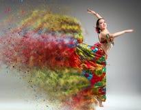 Χορευτής με το αποσυνθέτοντας φόρεμα στοκ φωτογραφία με δικαίωμα ελεύθερης χρήσης