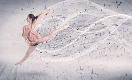 Χορευτής μπαλέτου απόδοσης που πηδά με το μόριο ενεργειακής έκρηξης Στοκ Εικόνα