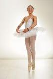 Χορευτής μπαλέτου που διαστίζεται Στοκ εικόνα με δικαίωμα ελεύθερης χρήσης