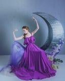 Χορευτής σε ένα όμορφο φόρεμα στοκ φωτογραφία με δικαίωμα ελεύθερης χρήσης