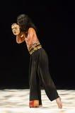 Χορευτής της Ιάβας και η μάσκα του στοκ εικόνες με δικαίωμα ελεύθερης χρήσης