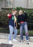 Χορευτής χιπ χοπ κοριτσιών εφήβων και η νεανική μητέρα της στο Saint-Louis για την εθνική εβδομάδα χορού Στοκ φωτογραφία με δικαίωμα ελεύθερης χρήσης