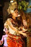 Χορευτής Apsara στην κόκκινη φούστα Στοκ Εικόνα