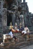 Χορευτής Aspara σε Angkor Wat που στηρίζεται πρίν χορεύει Στοκ εικόνες με δικαίωμα ελεύθερης χρήσης