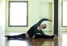 Χορευτής Curvy Στοκ εικόνα με δικαίωμα ελεύθερης χρήσης
