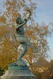 Χορεύοντας άγαλμα φαύνων Dansant Faune στον κήπο Luxebourg, Παρίσι Στοκ εικόνα με δικαίωμα ελεύθερης χρήσης