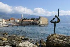 Χορεύοντας άγαλμα κοριτσιών σε Budva, Μαυροβούνιο Στοκ Φωτογραφία