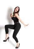 Χορεύοντας γυναίκα με το πρόσωπο χαμόγελου στοκ εικόνα με δικαίωμα ελεύθερης χρήσης