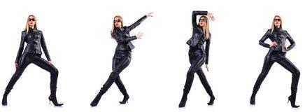 Χορεύοντας γυναίκα στο μαύρο κοστούμι δέρματος στοκ φωτογραφία με δικαίωμα ελεύθερης χρήσης