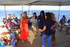 Χορεύοντας γυναίκες κομμάτων κρουαζιερόπλοιων Στοκ φωτογραφία με δικαίωμα ελεύθερης χρήσης