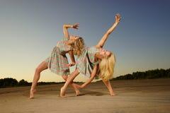 Χορεύοντας γυναίκες Στοκ εικόνες με δικαίωμα ελεύθερης χρήσης
