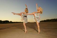 Χορεύοντας γυναίκες Στοκ φωτογραφίες με δικαίωμα ελεύθερης χρήσης