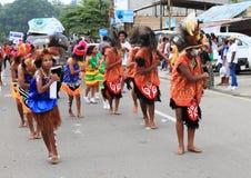 Χορεύοντας γυναίκες Papuan στα παραδοσιακά ενδύματα και τα έργα ζωγραφικής προσώπου Στοκ φωτογραφία με δικαίωμα ελεύθερης χρήσης